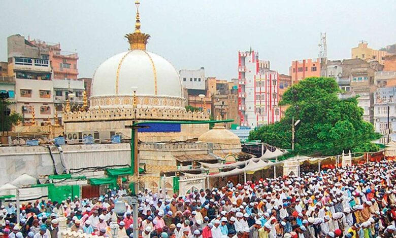 Photo of Ajmer Sharif shrine Custodian blasts elements within Shias and Sunnis for flaming discords in Pakistan